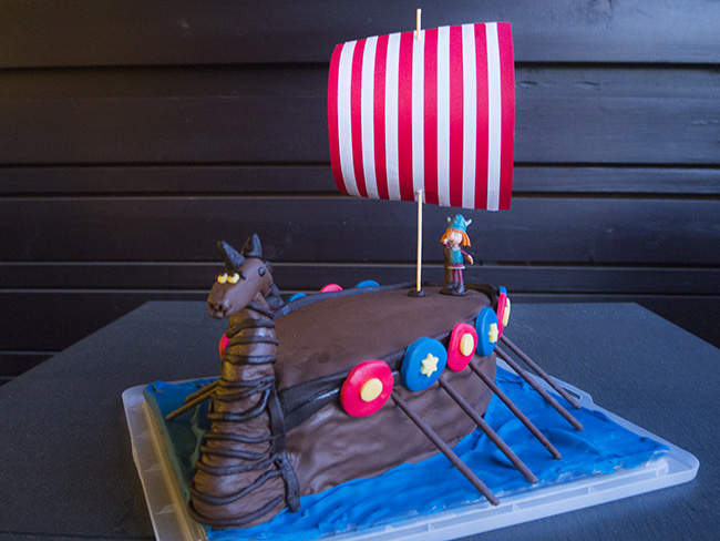 vicky the viking cake